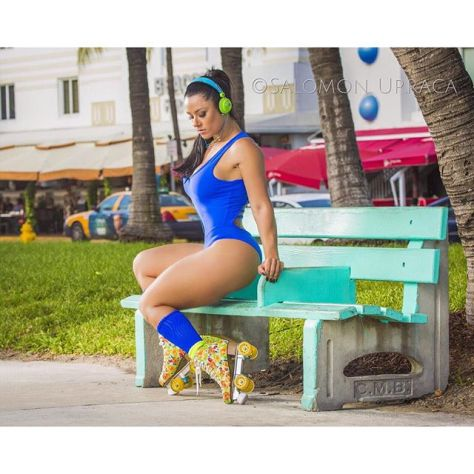 Instagram media suelasmar - Campanha @honeybebrasil em #miamibeach Acompanhem ! 💕💗💙 @honeybebrasil shoot done in Miami
